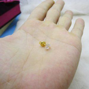 Khuyên tai vàng tây chấm đá 1